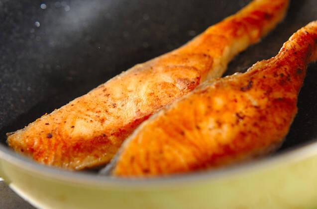 サーモンのナッツソースがけの作り方の手順3