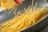 黒コショウとバターのシンプルなワンポットパスタの作り方1