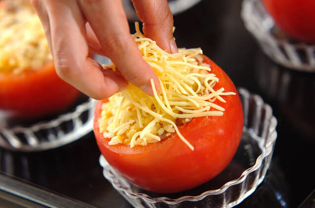 トマトのチャーハン詰め焼きの作り方の手順4