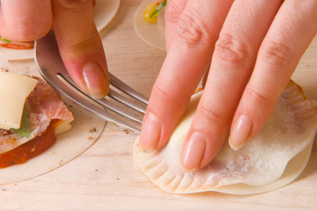 ピザ風揚げ餃子の作り方の手順3