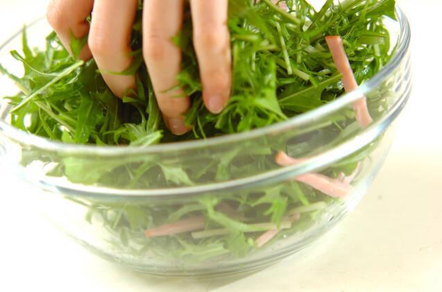 水菜とクルミのサラダの作り方の手順5