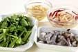 エビと菊菜のかき揚げの下準備1
