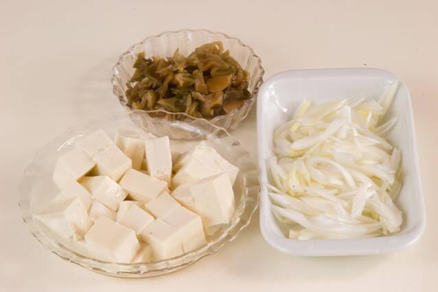 豆腐とザーサイのスープの作り方の手順1