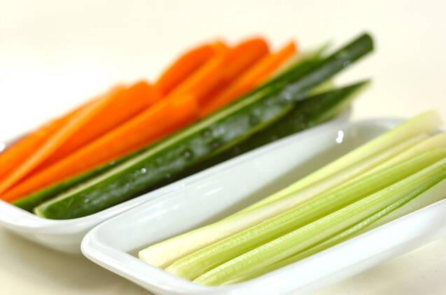 野菜スティックみそナッツ添えの作り方の手順1