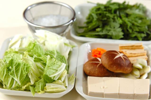 コラーゲンと野菜たっぷり!鶏鍋の作り方の手順2