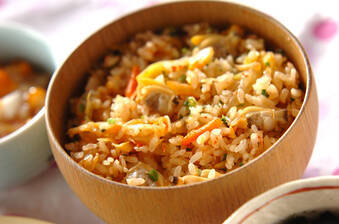 アサリとキムチの炊き込みご飯