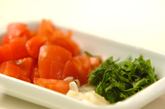 トマトと大葉の和風スープの下準備1