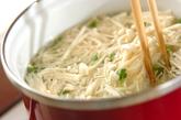 エノキとちくわの梅肉和えの作り方1
