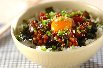 ピリ辛カツオ納豆丼
