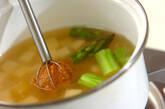 豆腐とグリーンアスパラのみそ汁の作り方4