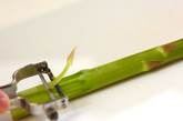 豆腐とグリーンアスパラのみそ汁の下準備2