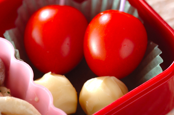 チーズとプチトマト