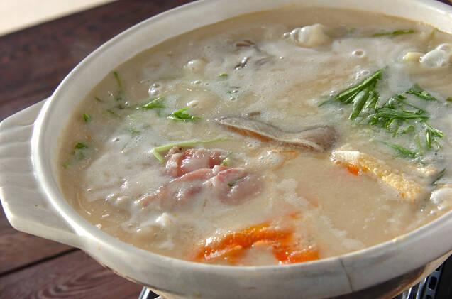 鮭&豚肉入り。ボリューム酒粕鍋