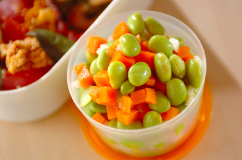 ニンジンと枝豆のサラダ