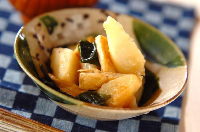 器に盛りつけた長芋の煮物