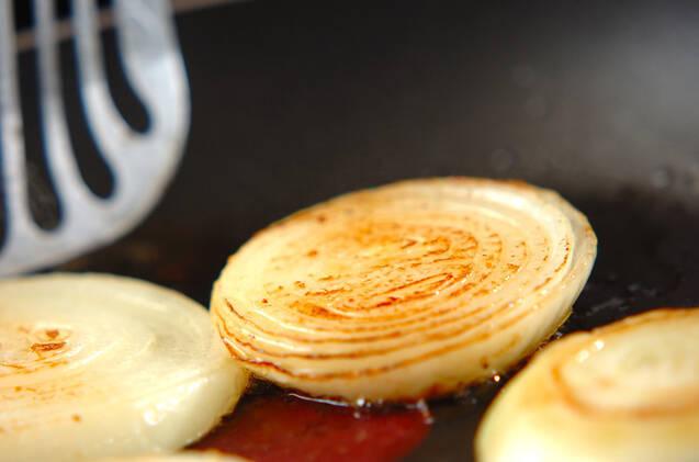 玉ネギのガーリックステーキの作り方の手順3