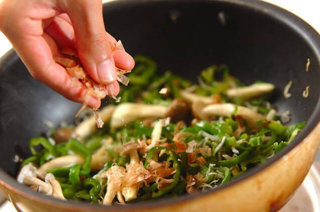 ピーマンとジャコのおかか炒めの作り方の手順4