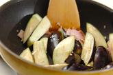 ナスとベーコンのバジル炒めの作り方2
