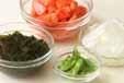 トマトと卵のスープの下準備1