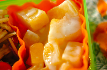 黄桃のヨーグルト和え