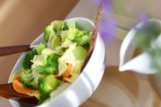 5. シンプルに!レンジの温野菜サラダ