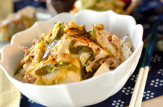 豚バラと豆腐の味噌たまごとじ丼