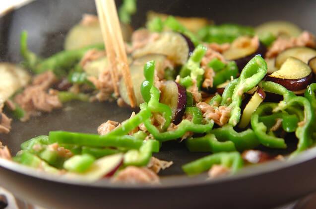 ナスとピーマンのツナみそ炒めの作り方の手順5