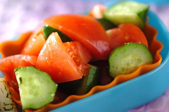 キュウリとトマトのサラダ