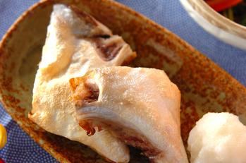 魚のカマのシンプル塩焼き