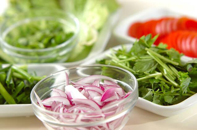牛肉の辛いサラダの作り方の手順2