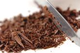 ラズベリーアイスのチョコソースがけの下準備1