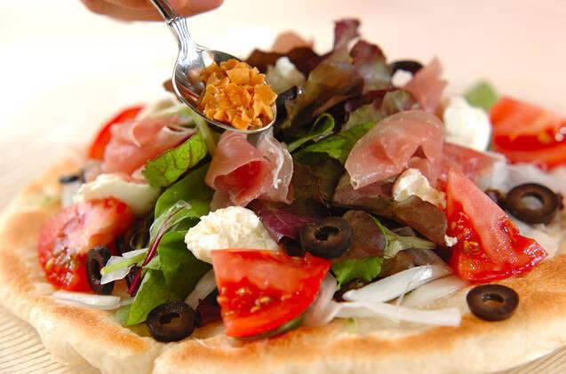 トマトと生ハムのサラダピザの作り方の手順5