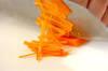 ニンジンのゴマ風味甘酢炒めの作り方の手順1