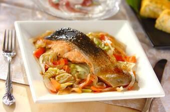 鮭とキャベツのワイン蒸し