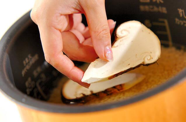 ぜいたくに!松茸のみの松茸ご飯の作り方の手順4