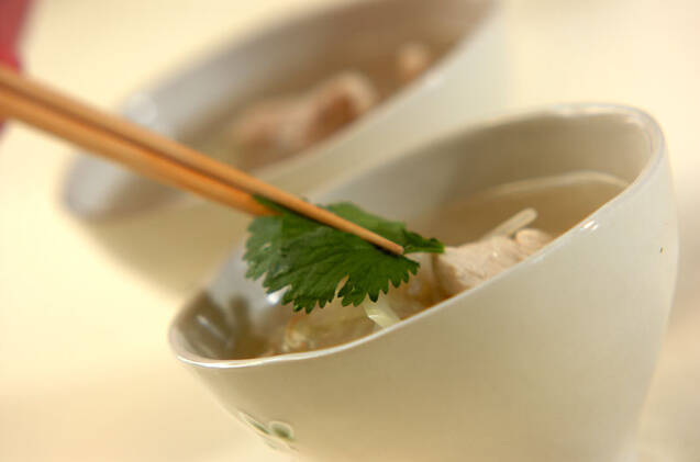 セロリとモヤシのチキンスープの作り方の手順3