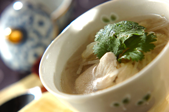 セロリとモヤシのチキンスープ