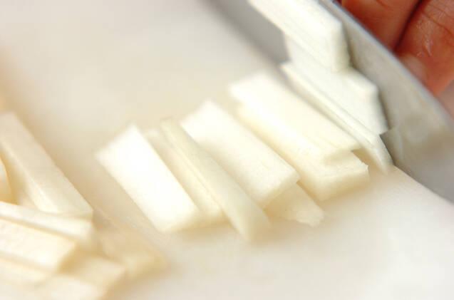 ウドのピリ辛佃煮の作り方の手順1