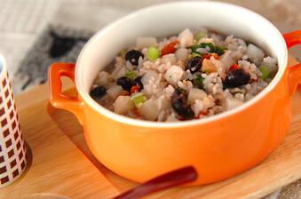 おなかにやさしい 炒り大豆と干し貝柱の雑穀粥