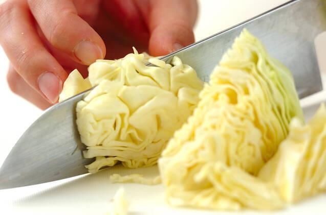 キャベツと生ハムのハーブサラダの作り方の手順1