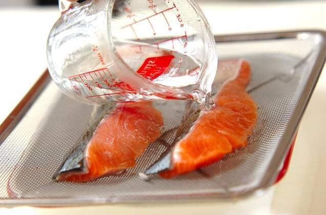 鮭とキャベツのみそ煮の作り方の手順1