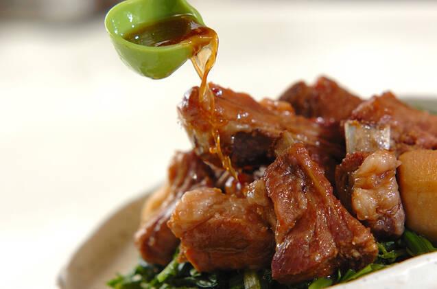 レンジ圧力鍋で骨付き豚バラ肉と赤目芋の照り煮の作り方の手順7