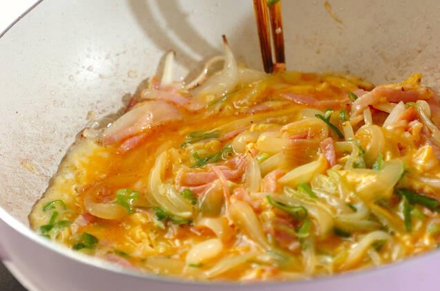 フライパンで具だくさん卵焼きの作り方の手順5