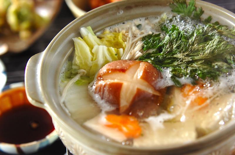 白菜と春菊の湯豆腐