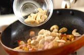 厚切りベーコンのナッツ炒めの作り方2
