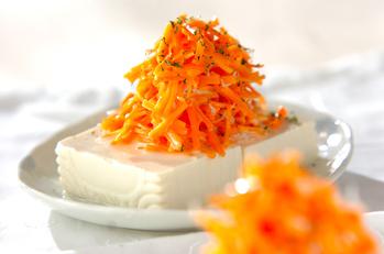 豆腐のニンジンサラダのせ