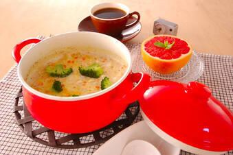 野菜とチキンで栄養たっぷり!オートミールのミルク粥