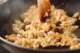 鶏そぼろと春雨の炒め煮の作り方2