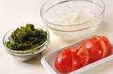 トマトと新玉ネギサラダの下準備1