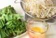 モヤシとニラの卵炒めの下準備1